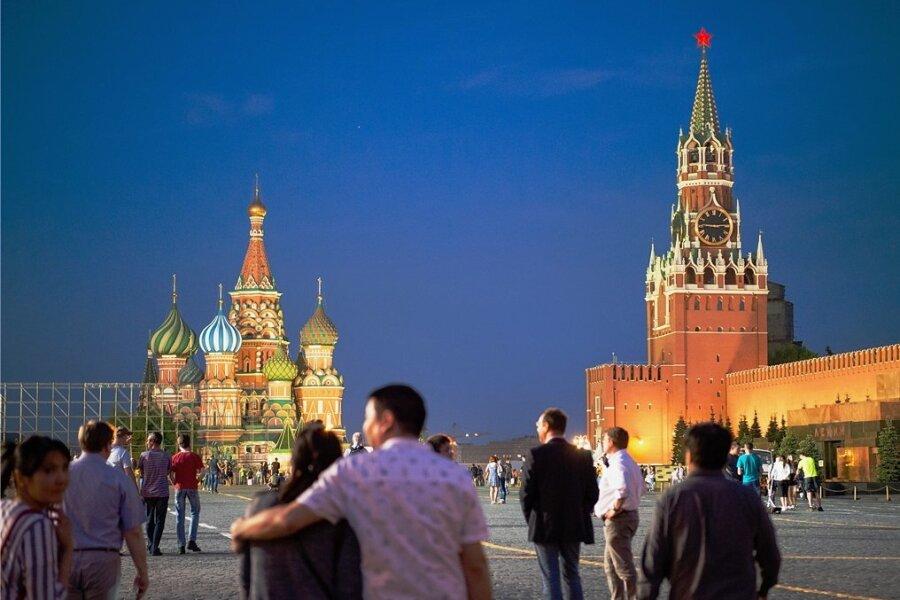 Der Kreml auf dem Roten Platz in Moskau: Ein Treffen mit Kreml-Chef Wladimir Putin sind zwar nicht geplant, dennoch sorgt Michael Kretschmers Besuch in Russlands Hauptstadt für Wirbel.