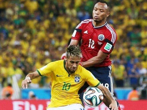 WM 2014: Hartes Einsteigen von Zuniga (r.) gegen Neymar