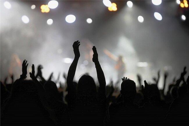 Die Hände zum Himmel: Für die Festivalsaison sieht es düster aus.