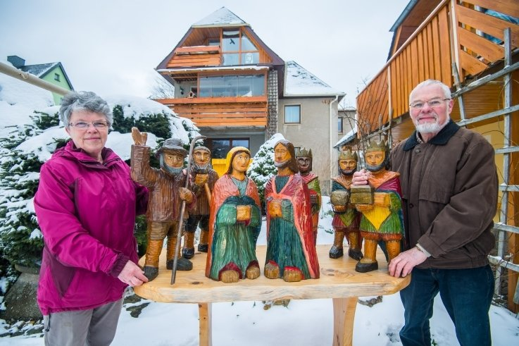 Die Krippenfiguren von Gisela und Karl Seidel aus Dorfchemnitz wurden zu Heiligabend gestohlen und sind jetzt wieder aufgetaucht.