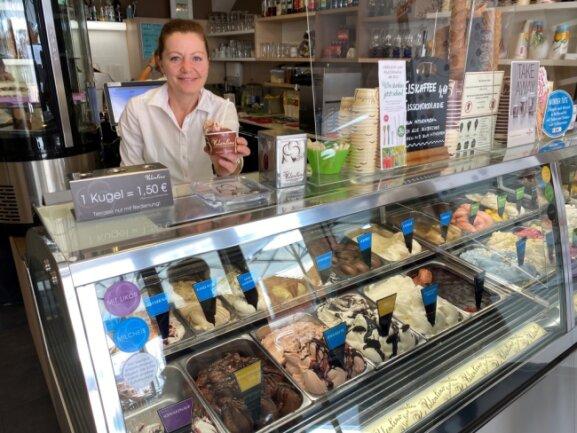 Seit 5 Jahren ist Jana Valentina mit ihrem Eiscafé Valentino am Markt präsent.
