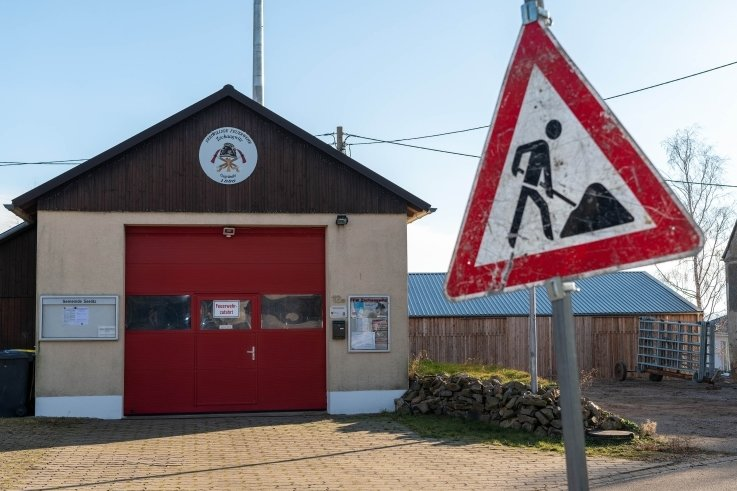 Am Zschaagwitzer Feuerwehrdepot soll gebaut werden. Die Fahrzeughalle erhält einen Anbau mit Toiletten und Aufenthaltsraum.