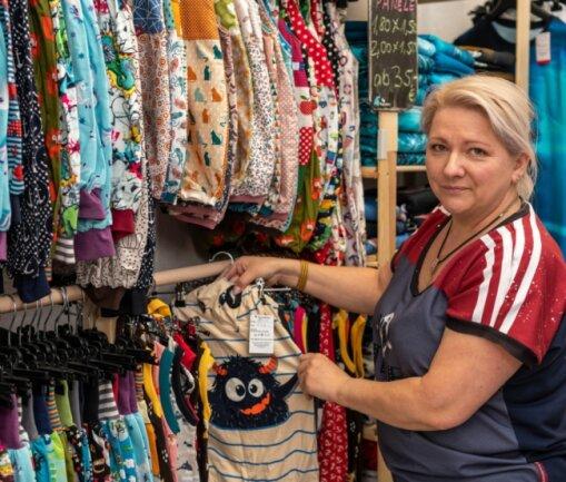 Heide Dathe in ihrem Geschäft Bonaventura in Rochlitz. Hier bietet sie in Handarbeit selbst hergestellte Kleidung, Accessoires, Dekoartikel und vieles mehr an. Doch wegen Corona ist das Geschäft geschlossen.