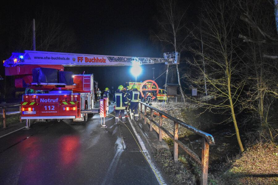 In der Nacht von Freitag zuSamstag ist ein Mann in Annaberg-Buchholz aus der Sehma gerettet worden.