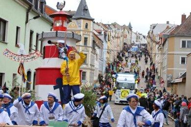 So feiern die Meeraner normalerweise den Straßenfasching, der stets tausende Besucher anlockt. Am heutigen Samstag bleibt es in der Stadt ungewohnt ruhig.