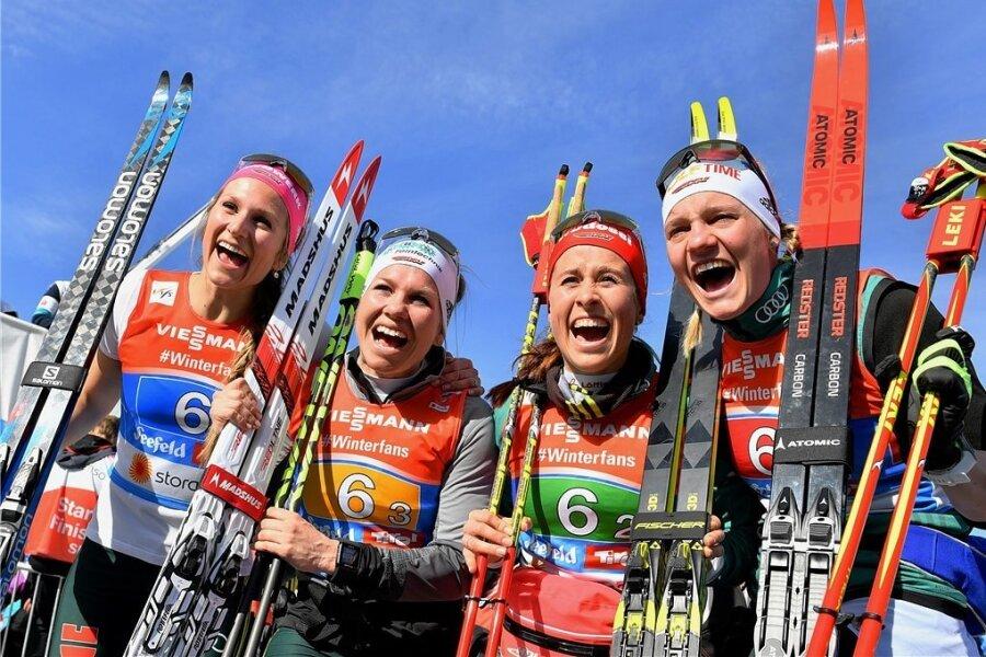 Jubel wie auf einem Medaillenfoto: Laura Gimmler, Sandra Ringwald , Katharina Hennig und Victoria Carl (v. l.) strahlen nach Platz vier.