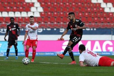 Sarpreet Singh (3. v. l.) erzielte das Tor für die Münchner.