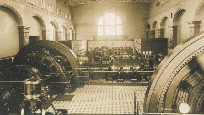 Der Maschinenraum des Elektrizitätswerkes um 1900.