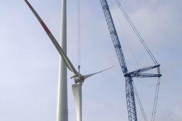 Die 150 Meter hohe Enercon E 82 bei Markersdorf ist ein Zwerg gegen die geplanten Anlagen: Diese sind fast 100Meter höher.