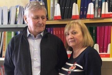 Horst und Eugenia Deglau in ihrem Geschäft in Klingenthal.