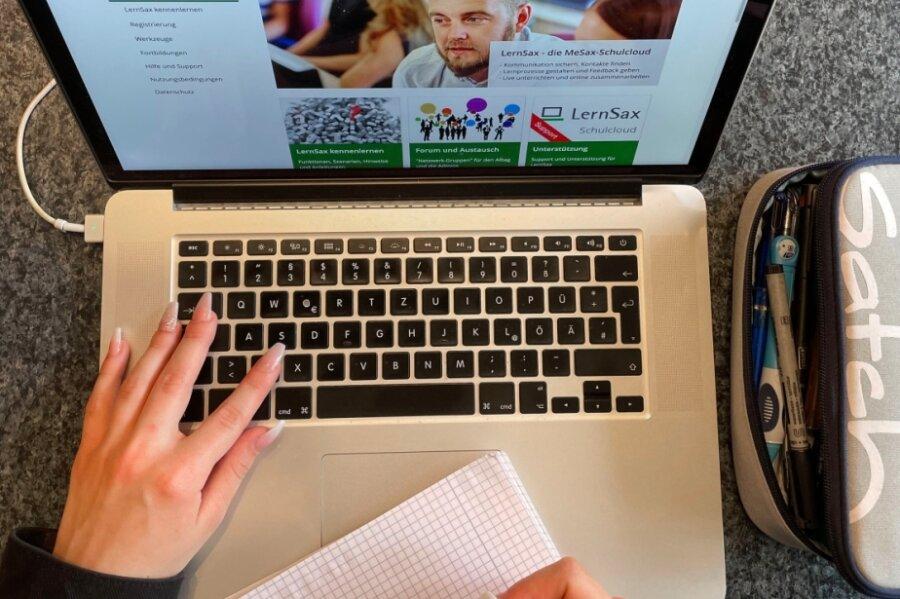 Für Schüler sollen mittlerweile ausreichend Laptops zur Verfügung stehen. Von den vom Bund zugesagten Laptops für Lehrer ist dagegen bisher nicht einer eingetroffen. 2100 Geräte würden im Landkreis benötigt.