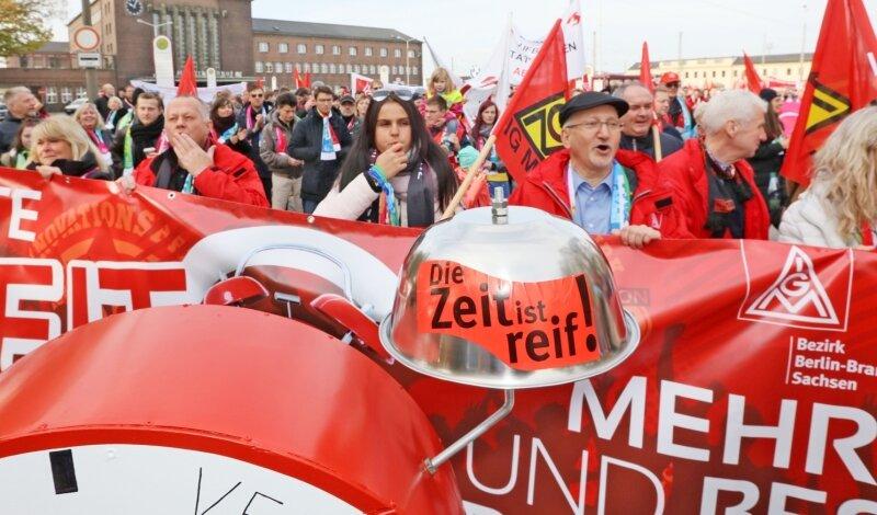Jörg Hofmann - Mit einer Demonstration durch Zwickau läutete die IG Metall am Samstag die neue Tarifrunde ein.