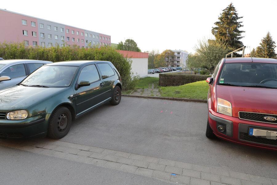 In einer Parkbucht im Chemnitzer Stadtteil Kappel ist am Freitag ein Mann gestorben.