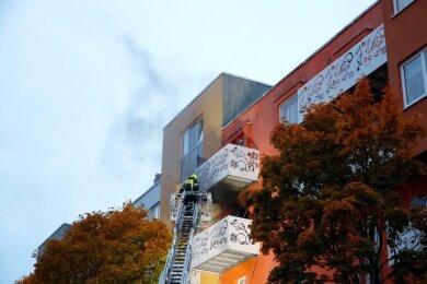 In einer Küche in der dritten Etage eines Wohnhauses an der Konradstraße war am Freitagabend ein Brand ausgebrochen.