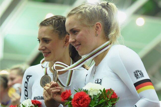 Miriam Welte (l.) aus Kaiserslautern und Emma Hinze aus Cottbus gewannen die Bronzemedaille im Teamsprint.