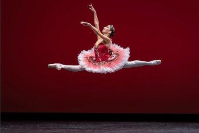 """Alice Mariani, Erste Solistin am Semperoper-Ballett, im Gala-Programm """"Semper Essenz: We will dance!"""" im vergangenen Jahr. Idee und Konzeption der Gala stammten von Aaron S. Watkin."""
