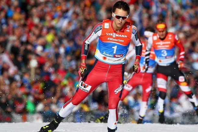 In Klingenthal beim Weltcup der Doppelsieger, nun auch Weltmeister: Jarl Magnus Riiber ließ auf der Zielgeraden in Seefeld Bernhard Gruber Österreich) und Akito Watabe (Japan) hinter sich.