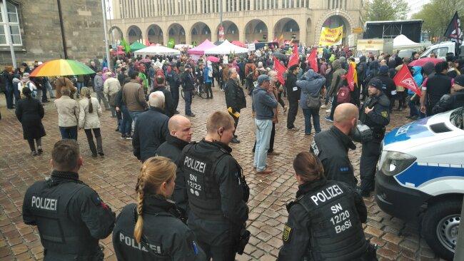 Die Beamten standen zwischen Neumarkt und Marktplatz.