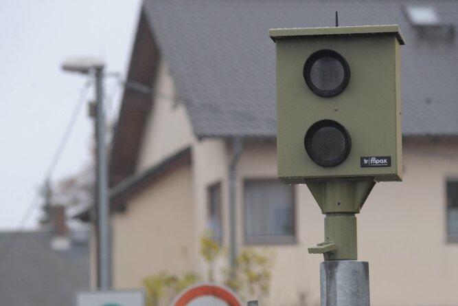 Weil der Durchgangsverkehr auf der Göppersdorfer Straße zugenommen hat, wird an der dortigen Schwenkmessanlage häufiger geblitzt.
