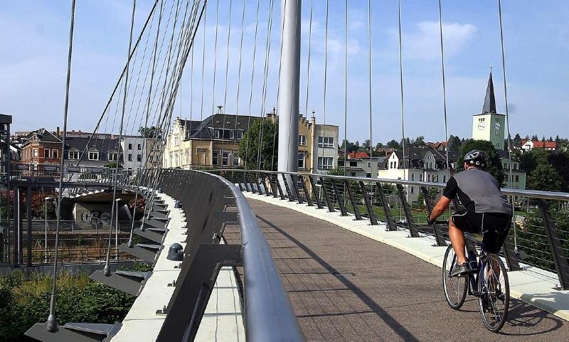 Die teure Fußgänger- und Radfahrerbrücke in Wilkau-Haßlau.