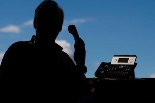 Telefonbetrüger ergaunern mit verschiedenen Maschen Bargeld