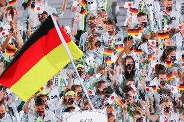 Einmarsch der deutschen Delegation zur Eröffnungsfeier der Olympischen Spiele in Tokio.