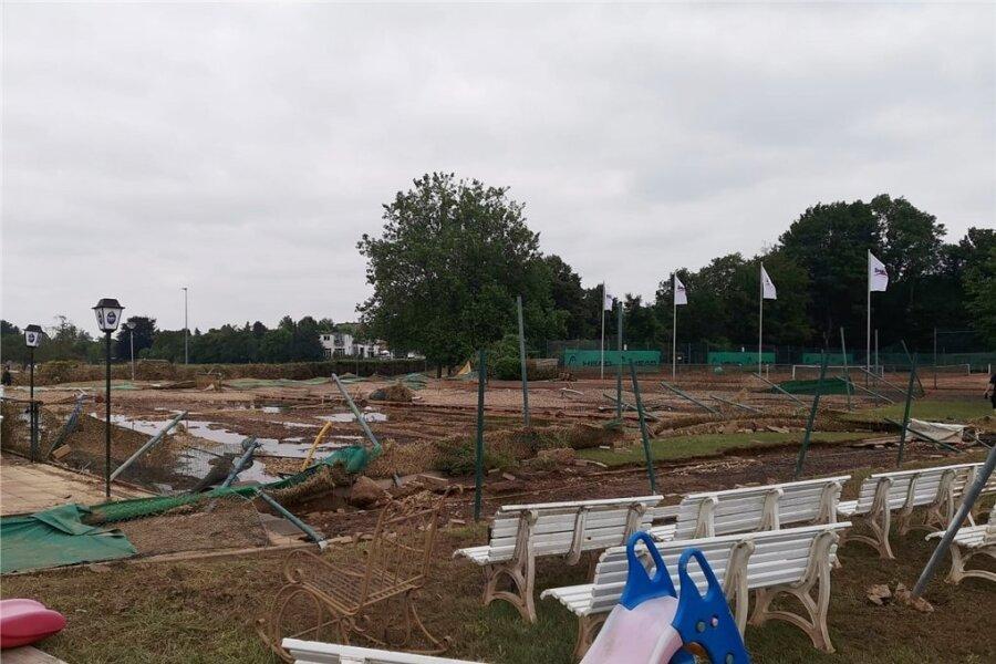 Von der einstigen Tennisanlage in Bliesheim hat die Flut vor zehn Tagen nicht allzu viel übrig gelassen.