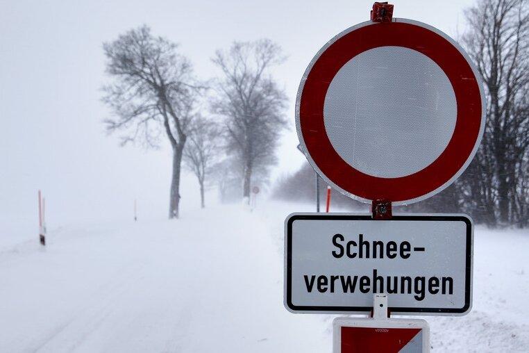 Wetterdienst warnt vor weiteren Schneeverwehungen in Sachsen