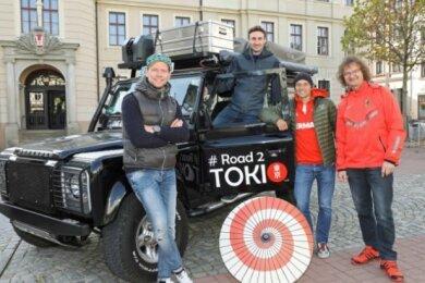 René Beck (links) präsentierte den umgebauten Geländewagen im Herbst vergangenen Jahres in Crimmitschau.