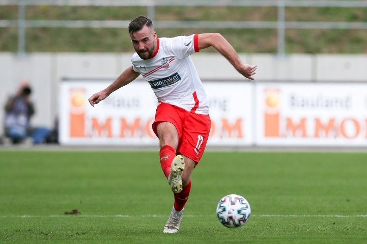 So kennen und mögen ihn die FSV-Fans: Mittelfeldspieler Morris Schröter macht bei Zwickau über die rechte Seite Dampf.