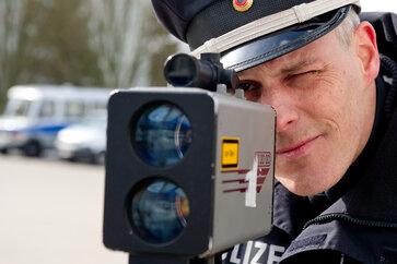 Polizei erwischt Raser auf A 72