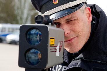 BMW-Fahrer rast mit über 100 km/h durch die Plauener Innenstadt
