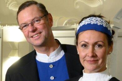 Bürgermeister Ingo Seifert und seine Frau Cindy erhielten moderne Festkleidung, die die Schneeberger Geschichte widerspiegelt.