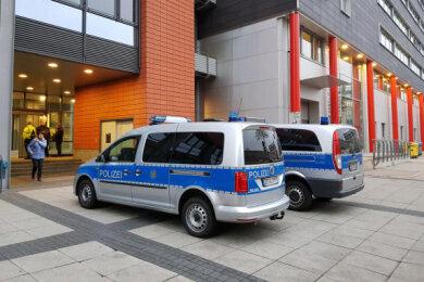 Evakuiertes Bürgerzentrum Moritzhof: Über mehrere Wochen hinweg waren im Herbst 2018 immer wieder Bombendrohungen gegen das Jugendamt der Stadt eingegangen.