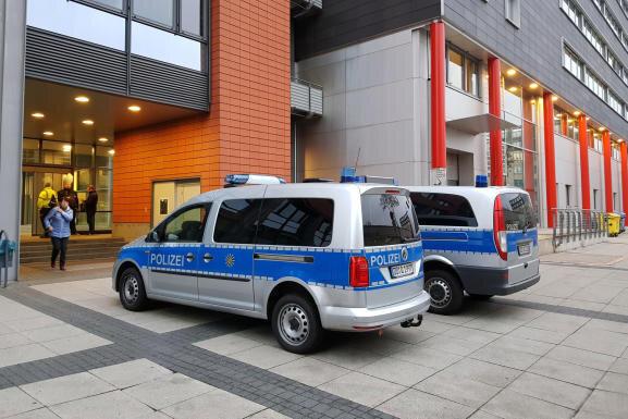 Evakuiertes Bürgerzentrum Moritzhof: Über mehrere Wochen hinweg waren im Herbst vergangenen Jahres immer wieder Bombendrohungen gegen das Jugendamt der Stadt eingegangen.