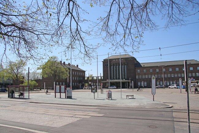 Die Bauarbeiten zur Verschönerung des Zwickauer Bahnhofsvorplatzes für sächsische Landesausstellung sind abgeschlossen.