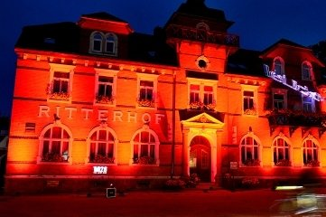 "Zur ""Night of Light"" ließ René Hoch den ""Ritterhof"" in Altmittweida ganz in Rot leuchten."
