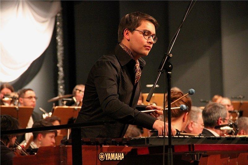 Der Vogtländer Johannes Kilian in seinem Element: Der 20-jährige Musiker gilt als einer der talentiertesten Schlagwerker Sachsens und ist bei Orchestern bereits gefragt.