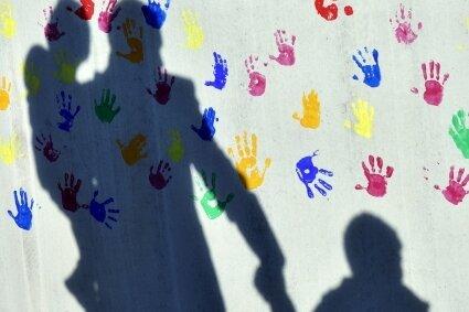 Kinder haben das Recht, in Geborgenheit aufzuwachsen. Das Grundgesetz verpflichtet Eltern ausdrücklich, ihnen das zu ermöglichen.