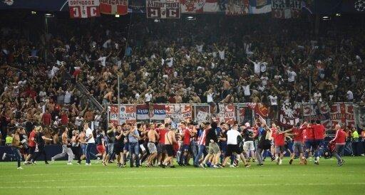 Belgrad-Anhänger stürmten in Salzburg den Platz