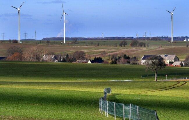 Die Eulendorfer haben schon Erfahrungen mit Windrädern: drei Anlagen stehen an der Straße zu den Schneiderhäusern.