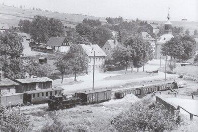Auf diesem Foto aus dem Jahr 1965 kann man sehen, dass das Areal früher vollständig Bahngelände war.