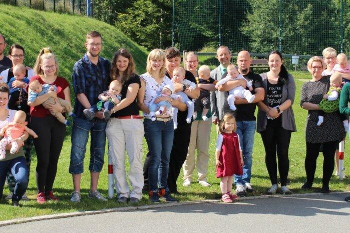 Gemeinde heißt ihre jüngsten Einwohner offiziell willkommen