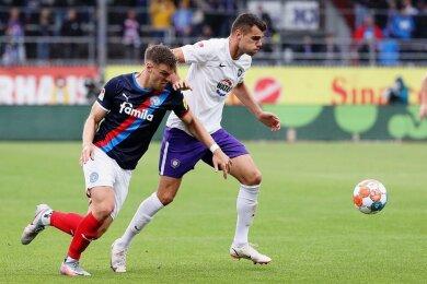 Aues neuer Stürmer Antonio Mance (rechts) konnte gegen Kiel bereits 45 Minuten spielen. Viel gelang ihm dabei noch nicht.
