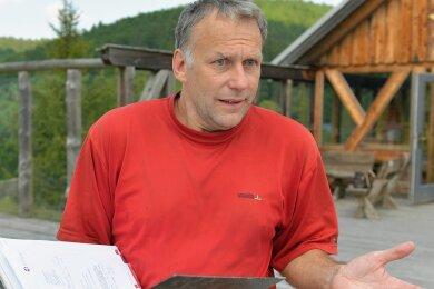 Alexander Richter diese Woche am Skihang in Holzhau: Der Berg an Rechnungen sei groß, und er wisse nicht, wovon er sie bezahlen solle.