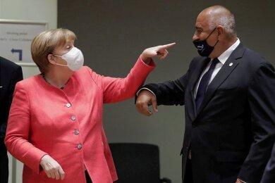 Bundeskanzlerin Angela Merkel begrüßt beim EU-Gipfel in Brüssel den bulgarischen Ministerpräsidenten Bojko Borissow.