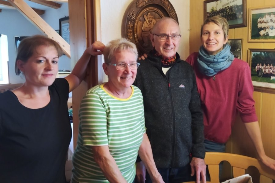 Betty Dahmen (2. v. l.) mit ihrem Team: Köchin Kristina Altmann (v. l.), Ehemann Walter Dahmen und Kellnerin Janka Schindler-Frohs.