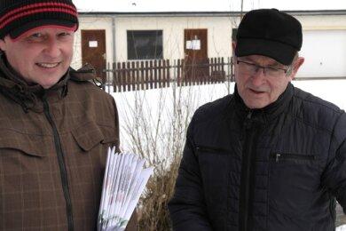 Andreas Wagner (l.) und Hans Marschner gehen gemeinsam mit den Geringswalder Leichtathleten die Sanierung des Gebäudes an.