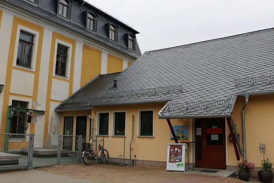 Die Leubnitzer Kindertagesstätte Zwergenschloss muss weiter auf die Sanierung warten. Der Gemeinde fehlt hierfür das Geld.