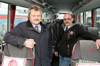 Helmut Jetschke (links) und Edgar Sendig, die beiden Geschäftsführer des TJS Reisedienstes aus Albernau hoffen, dass die Reisebusse bald wieder rollen können.